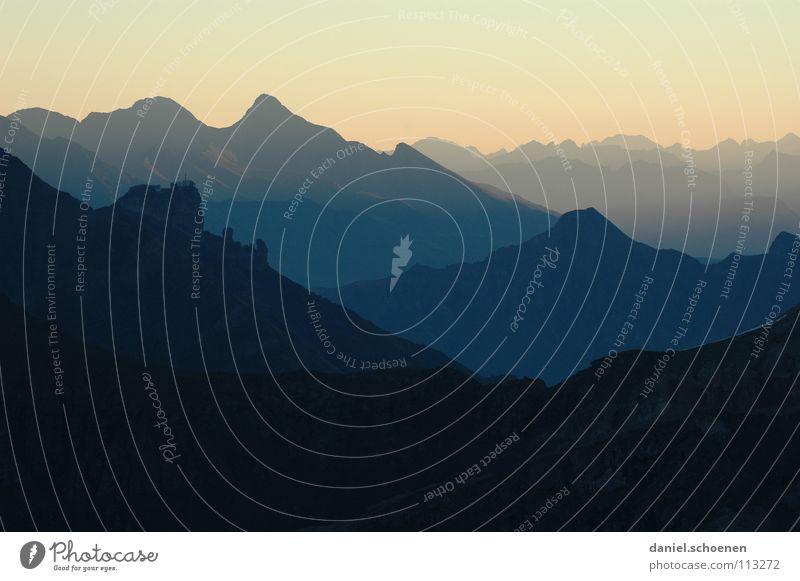 Sonnenaufgang (4 Uhr !!) Himmel weiß blau Wolken gelb Farbe dunkel kalt Berge u. Gebirge Luft wandern Nebel Hintergrundbild Wetter Horizont Freizeit & Hobby
