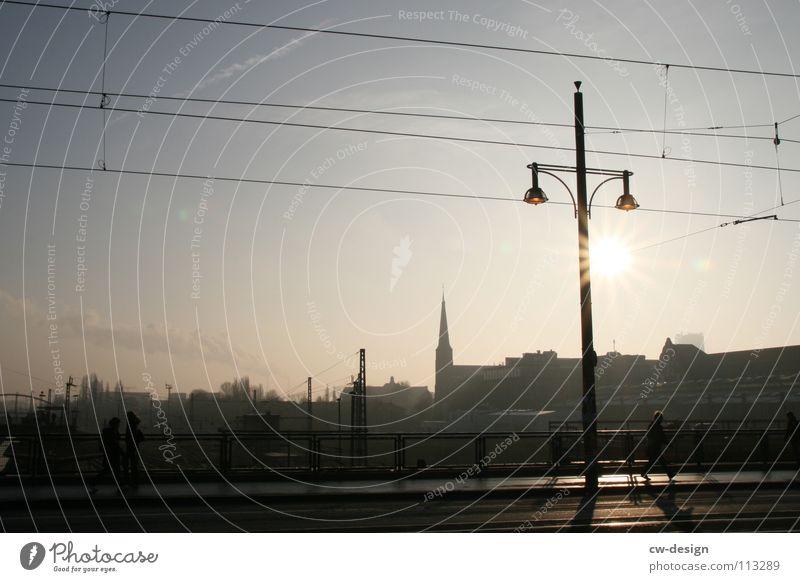 one way ticket II Himmel Stadt blau weiß Sonne Wolken dunkel schwarz Architektur Graffiti Berlin Kunst Lampe Deutschland Design 2