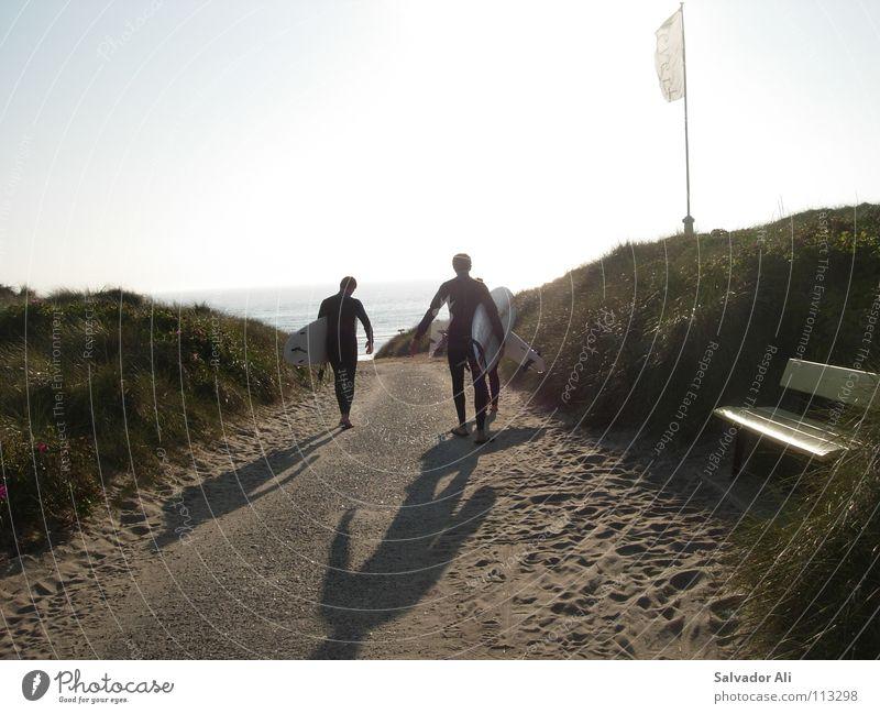 meersehn, schattenhaben Meer Strand Neopren Surfbrett Physik Sylt Fahne Paar Dünengras schweigen genießen Vorfreude Juli Juni Barfuß ruhig Möwe schön Gummi