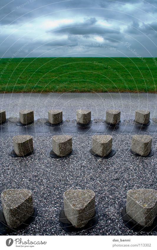 widerstand Küste Buhne Asphalt stehen widersetzen Wolken Lifestyle Deich Ferien & Urlaub & Reisen wandern Herbst Ostfriesland Beton Hügel Befestigung Grasnarbe