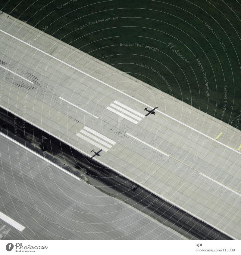 losing ground Ferien & Urlaub & Reisen Einsamkeit Gefühle Freiheit Luft träumen gehen fliegen Beginn Verkehr Ausflug Flugzeug Vergänglichkeit Trauer Sauberkeit