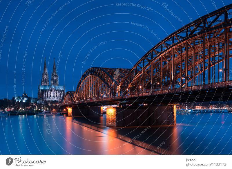 688,5 Köln Stadt Dom Brücke Bauwerk Gebäude Architektur Sehenswürdigkeit Kölner Dom alt blau braun Hohenzollernbrücke Farbfoto mehrfarbig Außenaufnahme Abend