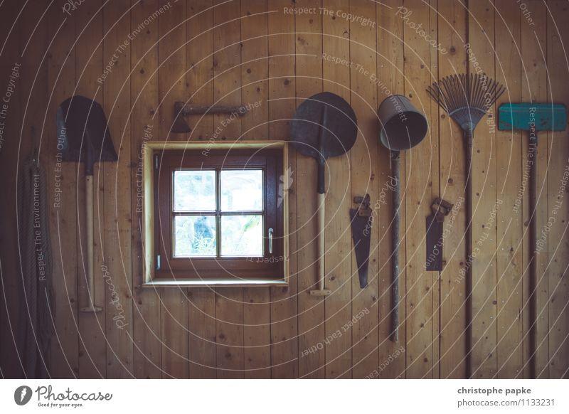 Landwerkszeug alt Arbeit & Erwerbstätigkeit Raum Häusliches Leben historisch Landwirtschaft Werkzeug Scheune Dachboden Schaufel Axt Säge