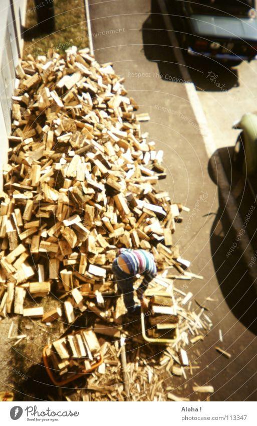 holz für den nächtlichen kamin ... Holz Holzstapel Holzfäller Baum Brennholz Physik Glut Feuerstelle Nacht Streichholz Axt brennen Baumrinde Eiche Esche