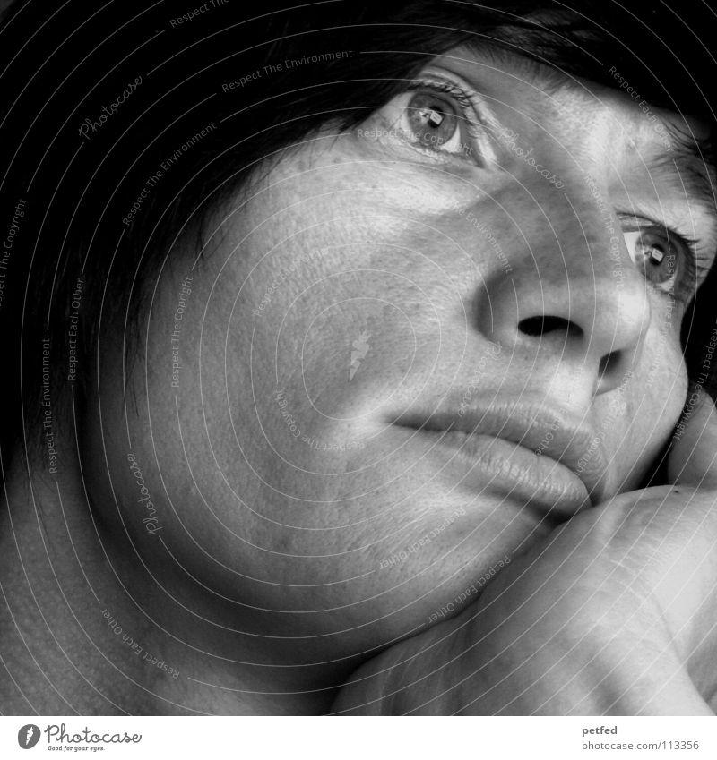 Ob er mich wirklich liebt...? Frau Mensch weiß schwarz Gesicht Ferne Auge Leben Gefühle Denken träumen warten Vertrauen Fragen notleidend