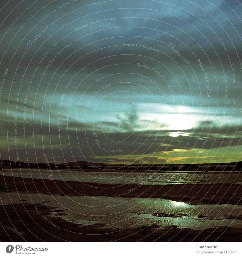 Aquarell Himmel Wasser blau weiß Sonne Meer Strand Wolken ruhig Einsamkeit Farbe gelb kalt Landschaft Küste Traurigkeit