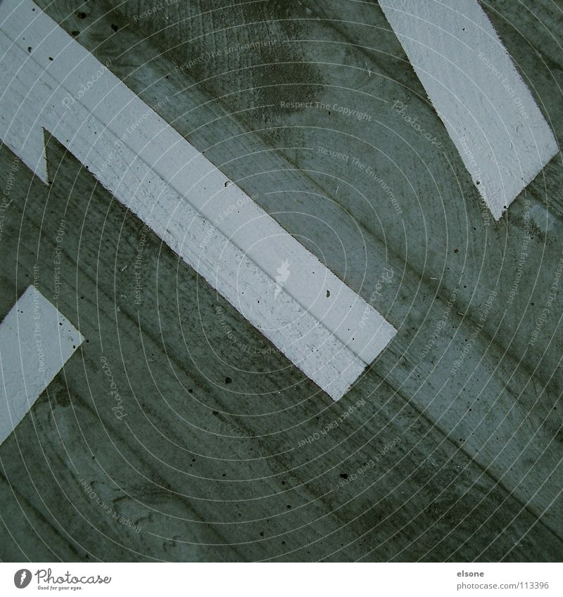 ::-22+5:: Ziffern & Zahlen Buchstaben Typographie Arabien Beton grau weiß Holz Fertigbauweise Hausnummer Gebäude nass feucht 17 Detailaufnahme Schriftzeichen