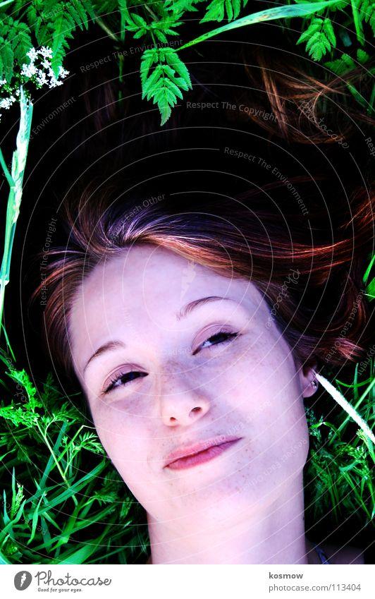 Lieben lassen Frau grün Sommer Wiese liegen verträumt anlehnen Grad Celsius