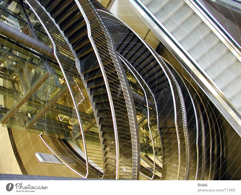 Treppen und Lift Rolltreppe Fahrstuhl oben Architektur Niveau ab Innenaufnahme