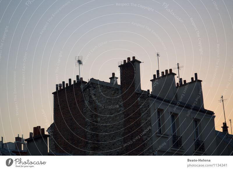 Pariser Dachlandschaft Frankreich Hauptstadt Haus Mauer Wand Fassade Fenster Schornstein Antenne alt glänzend eckig einfach blau gelb grau Stimmung Umwelt