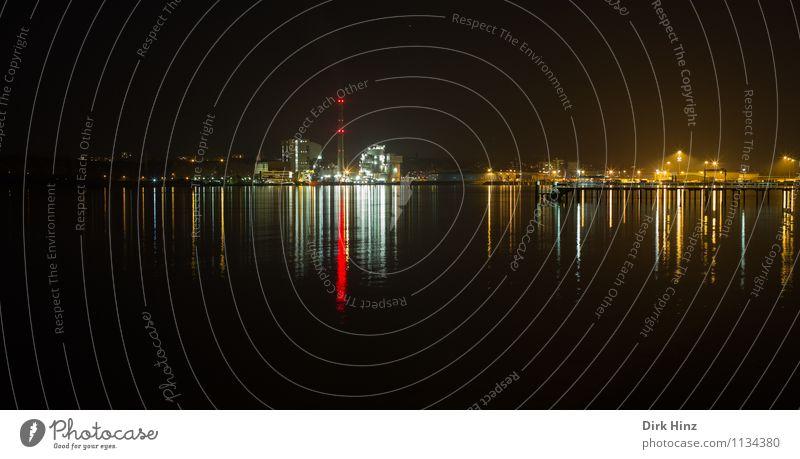 Nightlights / Kiel Technik & Technologie Fortschritt Zukunft Industrie Wasser Horizont Stadt Skyline Industrieanlage Hafen Schornstein außergewöhnlich maritim