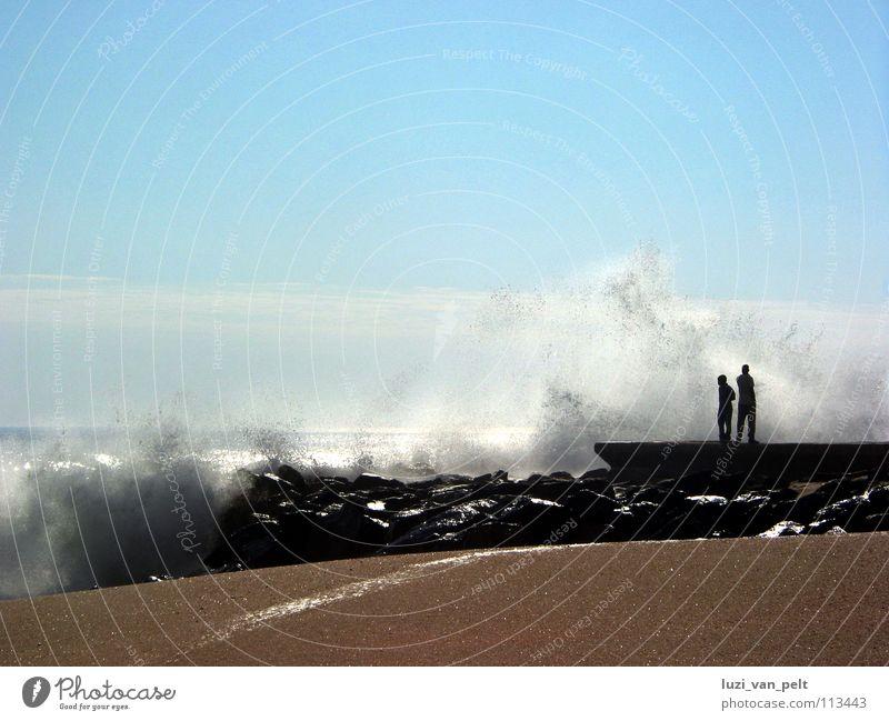 am Strand von Swakopmund Namibia Afrika Meer Gischt Wellen Horizont Atlantik Ferne Fernweh Sehnsucht Außenaufnahme Küste Landschaft Himmel Freiheit
