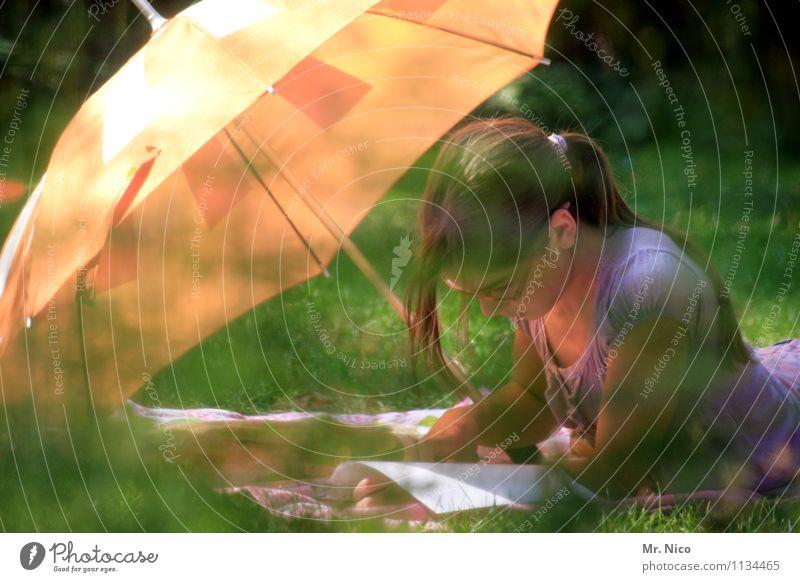 körper.geist.seele Natur Pflanze Sommer Erholung ruhig Mädchen Umwelt Wiese natürlich feminin Gras Garten Lifestyle liegen Park Freizeit & Hobby