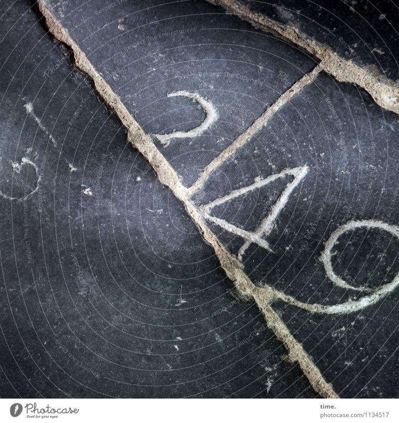 langlebig | nichts kommt weg alt Wege & Pfade Tod Zeit Stein liegen Kreativität Kirche Vergänglichkeit einzigartig Ziffern & Zahlen historisch Vergangenheit Verfall Dienstleistungsgewerbe nachhaltig