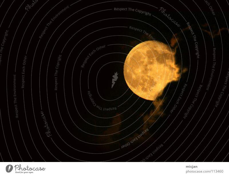 Other side of the world authentisch Wolken gelb Beleuchtung Begleiter Anziehungskraft Ebbe Gezeiten Werwolf Nacht Vollmond Vulkankrater verdeckt kommen rund