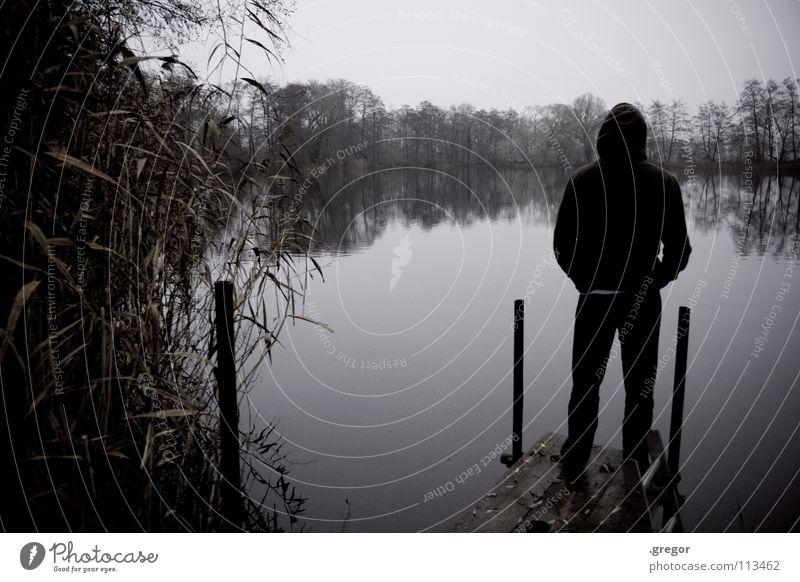 Mönch am Meer Herbst Winter November grau fade feucht nass schlechtes Wetter kalt Aussicht Blick ruhig schweigen hören See Teich Steg stehen trüb Trauer