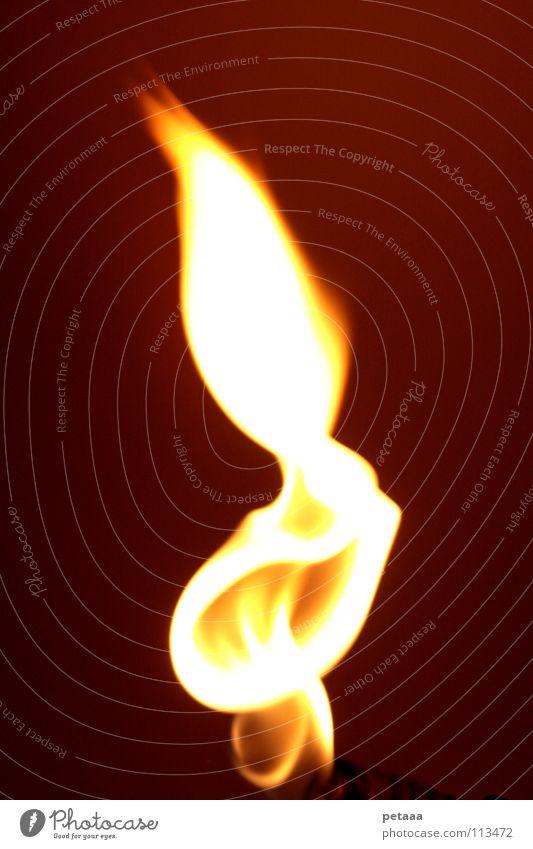 Flame I rot schwarz gelb dunkel Wärme hell orange Brand Feuer Physik Gas Flamme Klimawandel Kohlendioxid Erdgas züngeln