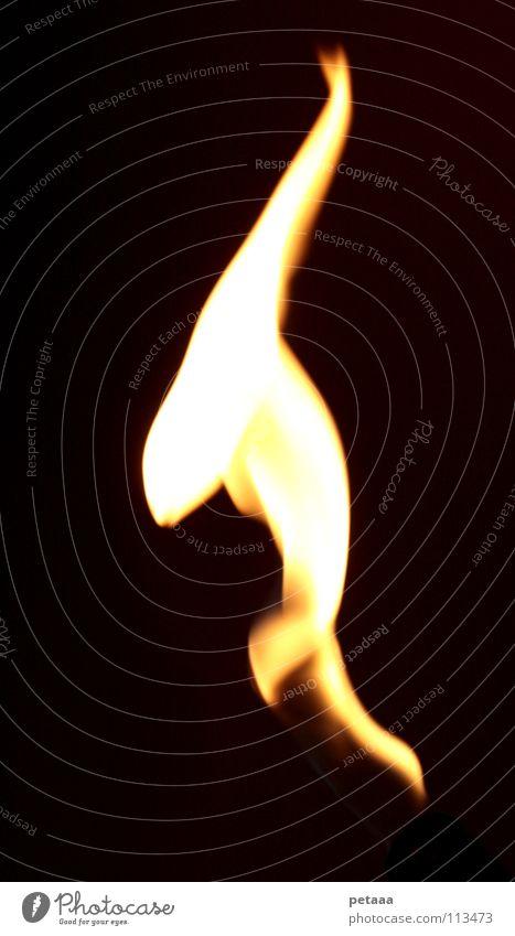 Flame II rot schwarz gelb dunkel Wärme hell orange Brand Feuer Physik Gas Flamme Klimawandel Kohlendioxid Erdgas züngeln