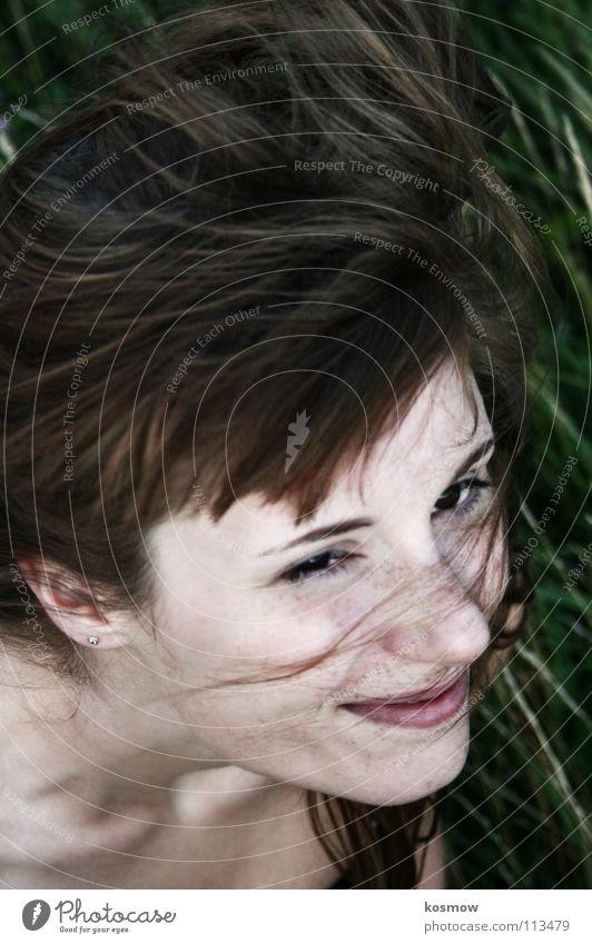 leelalicious 0.3 Frau grün Sommer Gras Bewegung Wind flattern