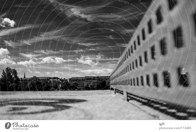 ping pong city Himmel Natur Stadt Baum Wolken Haus kalt Leben Spielen Bewegung Mauer Metall Arbeit & Erwerbstätigkeit Wohnung Hintergrundbild Zufriedenheit