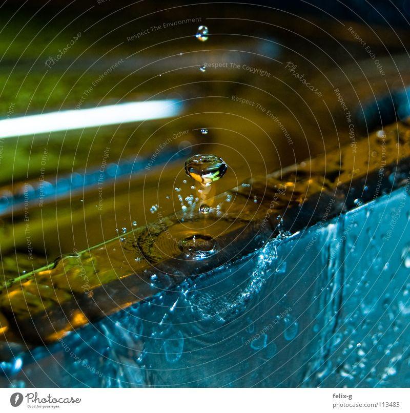 Knappe Sache Abwasser Küche Küchenspüle Waschbecken Zeitlupe Wasser Wassertropfen slow Tropfen Momentaufnahme Blubbern