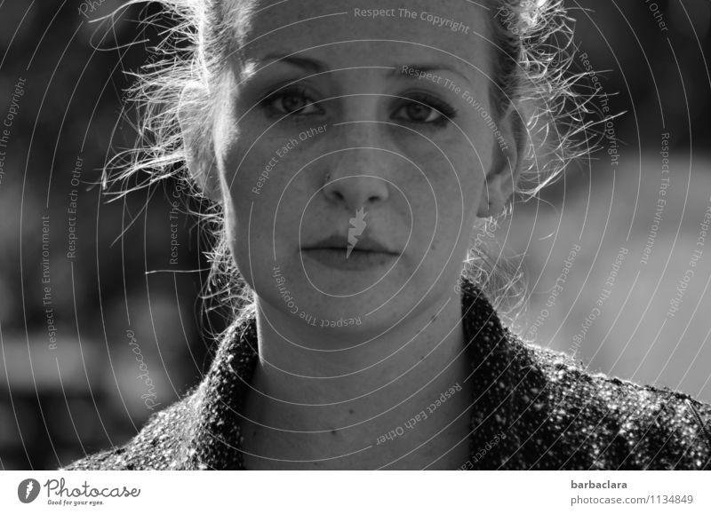 besinnlich Mensch Frau Natur Erwachsene Leben Gefühle feminin Stimmung blond Locken Identität Sinnesorgane