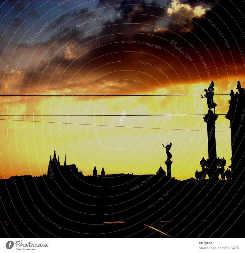 Prag Sonnenuntergang Wolken Karlsbrücke Tschechien Stadt schwarz Physik brennen glühen Horizont Frieden Abend Burg oder Schloss Religion & Glaube Kloster Wärme
