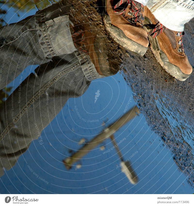 turn inside out I Schuhe Pfütze Wasser nass Anhäufung verkehrt Wasserstelle Wanderschuhe Stiefel wandern braun Ferien & Urlaub & Reisen dreckig Lehm Schlamm