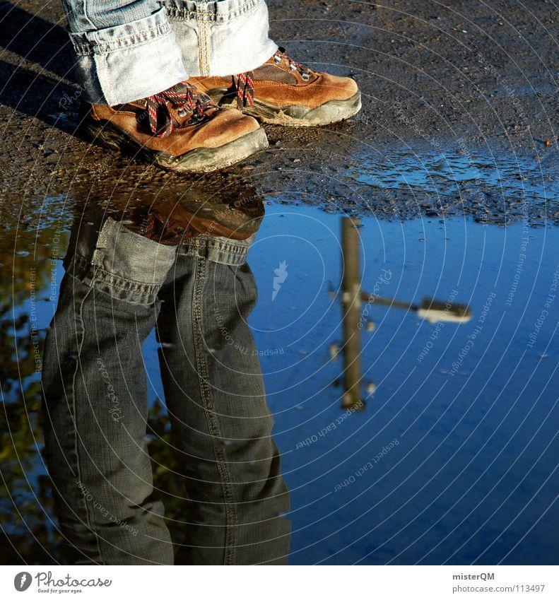 turn inside out II Schuhe Pfütze Wasser nass Anhäufung verkehrt Wasserstelle Wanderschuhe Stiefel wandern braun Ferien & Urlaub & Reisen dreckig Lehm Schlamm