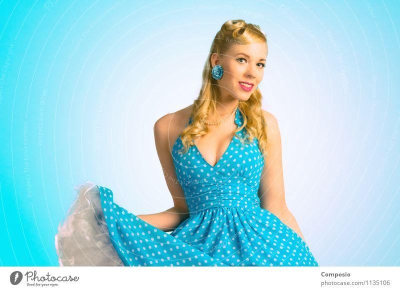 Swinging beauty Mensch Frau Jugendliche blau schön Junge Frau Erotik 18-30 Jahre Erwachsene feminin Glück Haare & Frisuren Mode Party leuchten elegant