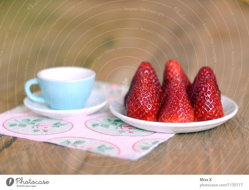 Erdbeeren Lebensmittel Frucht Kuchen Ernährung Frühstück Kaffeetrinken Büffet Brunch Bioprodukte Vegetarische Ernährung Diät Geschirr Teller Tasse