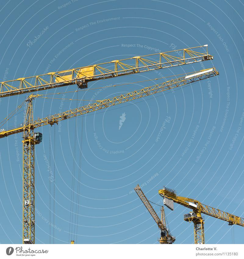 Bau auf, bau auf, bau auf! Baustelle Kran Metall bauen stehen elegant Freundlichkeit dünn blau gelb Zufriedenheit Kraft Wandel & Veränderung Reichtum Himmel