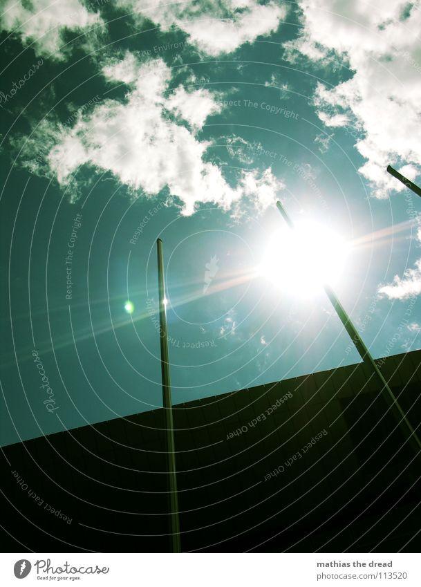 FAHNENMAST Himmel Wolken Sommer Licht Sonnenlicht Fahnenmast Gegenlicht Silhouette schwarz grün zyan schön sky clouds blau reflektion