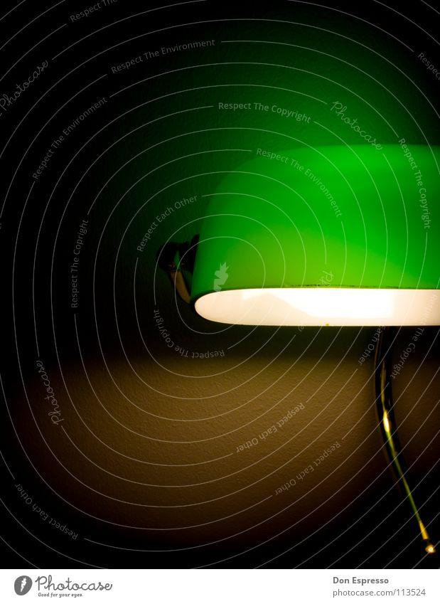 Grünes Licht #4 grün Lampe Arbeit & Erwerbstätigkeit gold Schreibtisch gemütlich Arbeitsplatz spät Poker Kartenspiel