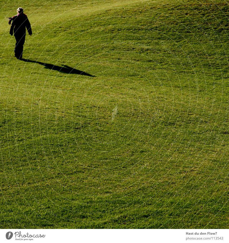 Madame Wiese Gras grün Frau Hügel Traumwelt Traumland Golfplatz Feindschaft verfolgen Winter Dezember saftig schön kalt Schal Gesundheit Rasen graß Schatten