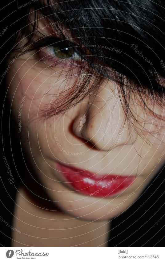 Bad Hair Day Frau Lippen Porträt rot schwarz Schminke Licht durcheinander Gesicht Haare & Frisuren Strähnchen Auge Mund Nase Haut verstecken Blick Schatten hair