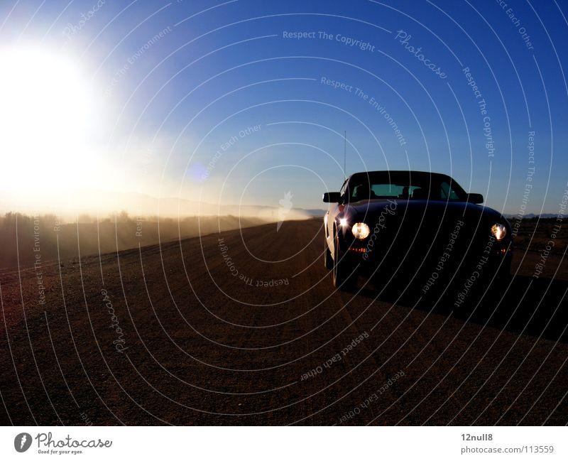 ein staubiger weg Staub Morgen Nevada Einsamkeit Staubwolke Licht Amerika Verkehrswege Freude USA Straße Skipiste Wüste road dustcloud mustang PKW Autobahn