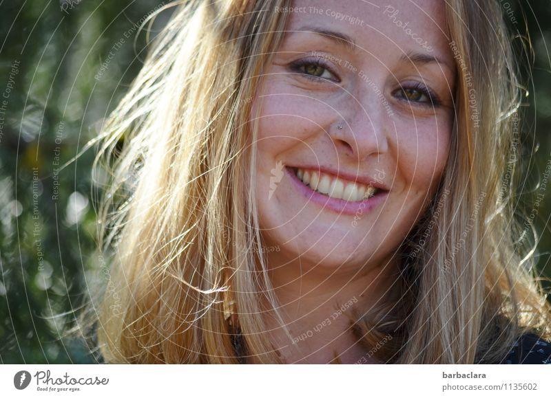Lebensfreude Mensch Frau Natur Freude Erwachsene Gefühle lachen blond