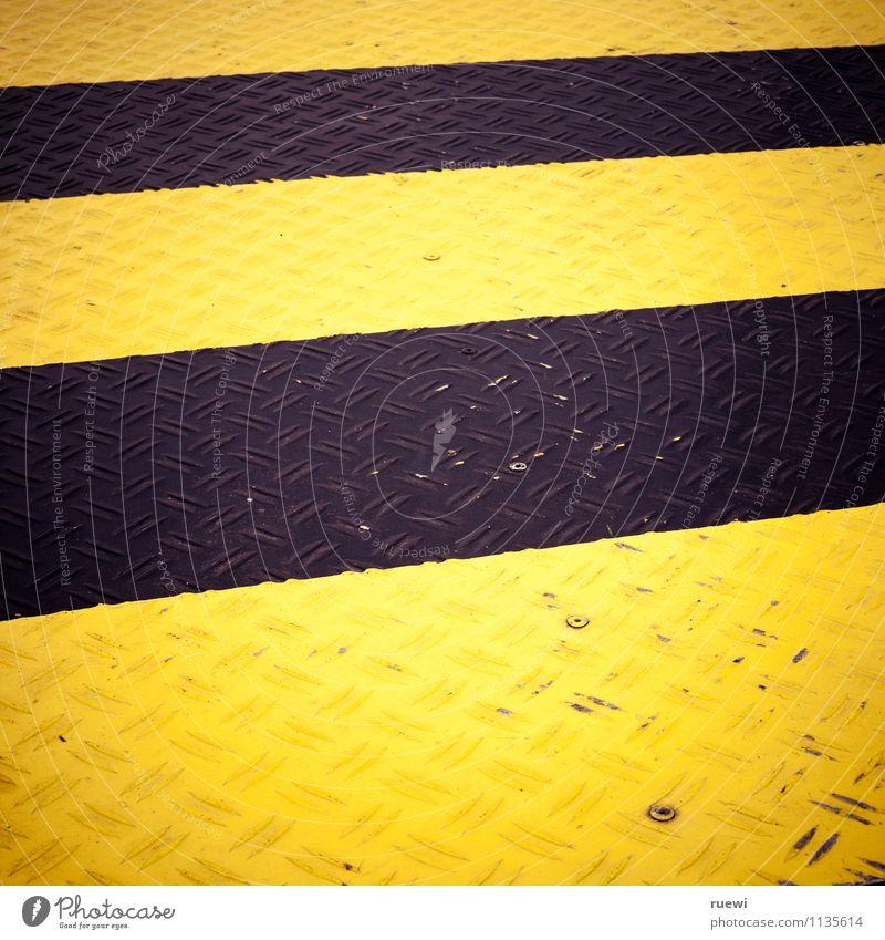Schwarz-Gelb am Boden Freizeit & Hobby Sport Sportmannschaft BVB Baustelle Blech Metall Zeichen Hinweisschild Warnschild leuchten Aggression gelb schwarz Risiko