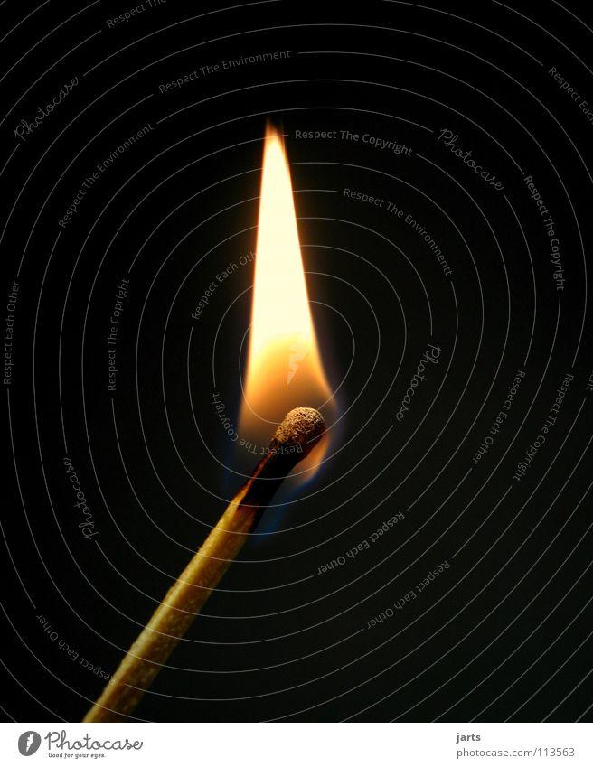 Feuer dunkel Wärme hell Brand Frieden heiß Flamme Streichholz Erkenntnis