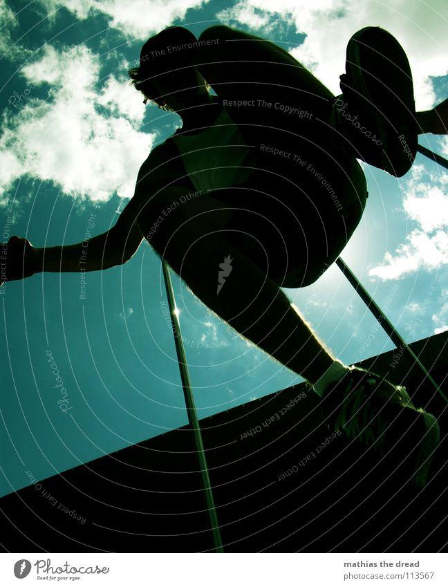 WANT Himmel Mann Freude Wolken Spielen springen Beine fliegen Arme hoch Aktion zyan
