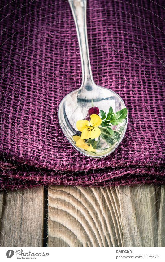 stilvoll gedeckter tisch Geschirr Besteck Löffel Reichtum elegant Stil Häusliches Leben Restaurant ausgehen Essen Feste & Feiern schön natürlich violett