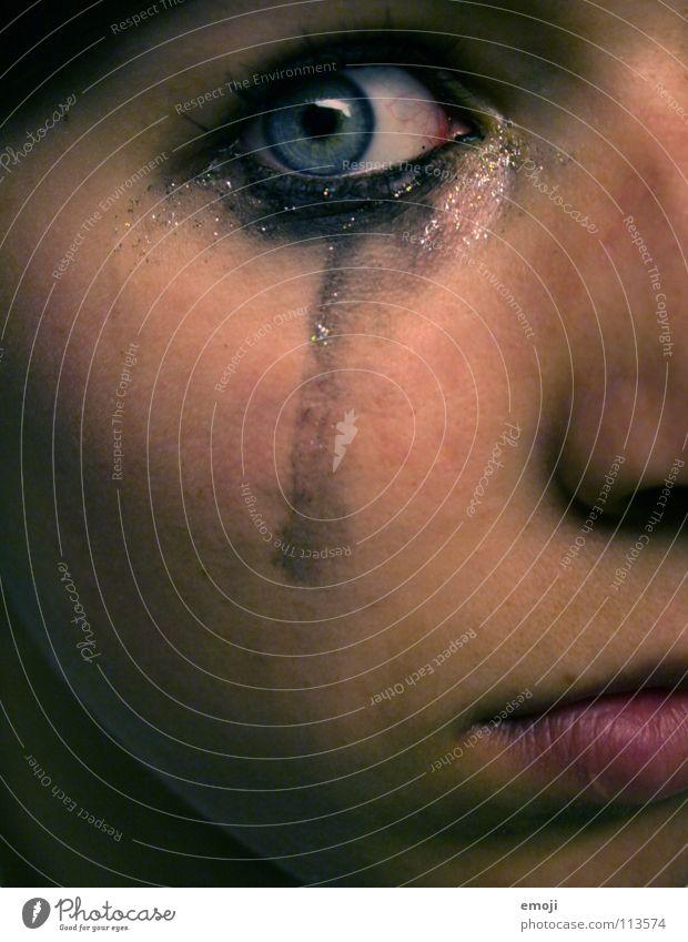 imouschenzz Jugendliche Gesicht Auge Gefühle Traurigkeit Angst Haut bedrohlich Trauer Schminke Verzweiflung Wange weinen Panik Ausstellung Hardcore