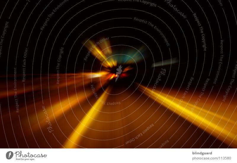 Flucht• Straße dunkel Bewegung PKW Schilder & Markierungen Verkehr Geschwindigkeit Perspektive Baustelle fahren Rasen Ziel KFZ Autobahn Dienstleistungsgewerbe