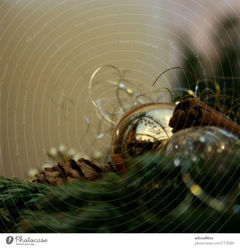 Advent / Weihnachtszeit Christbaumkugel schön Physik kalt Jahreszeiten Christentum Tanne Fröhlichkeit Dezember Kranz Winter Glaskugel grün Adventskranz