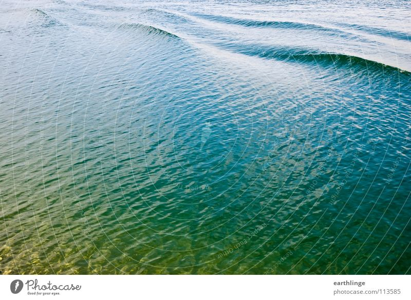 Der Kanal hat sich gewellt 1 Wasser grün blau ruhig gelb Farbe Bewegung Wellen glänzend Brücke Pause Klarheit Verkehrswege Schifffahrt Glätte Oberfläche