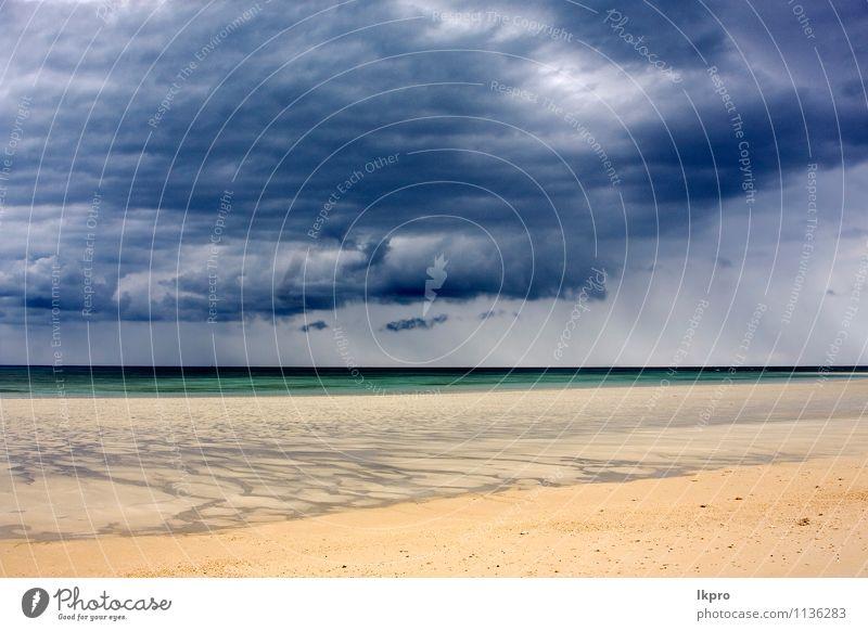 im indischen ozean madagaskar Ferien & Urlaub & Reisen Ausflug Strand Meer Insel Wellen Natur Sand Himmel Wolken Hügel Felsen Küste Stein Linie blau braun gelb