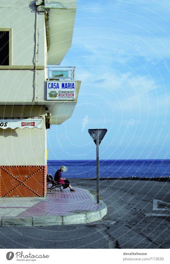 Stiller Moment Frau Meer Ferien & Urlaub & Reisen Erholung Platz Kommunizieren Verkehrswege Gomera
