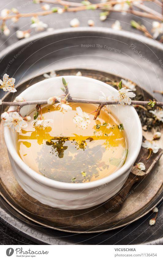 Grüner Tee mit frische Blüten Getränk Heißgetränk Schalen & Schüsseln Tasse Lifestyle Stil Design Alternativmedizin Gesunde Ernährung Leben Garten Tisch Küche