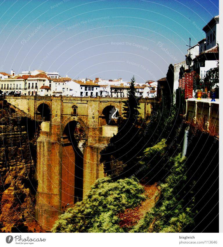 Neue Brücke, Ronda (Spanien) Farbfoto Außenaufnahme Tag Städtereise Schlucht Europa Stadt Sehenswürdigkeit Andalusien tief spain bridge Architektur